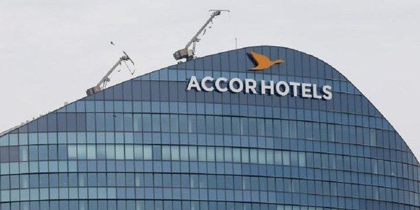 Logo de l'opérateur hôtelier français AccorHotels sur le siège de la société à Issy-les-Moulineaux près de Paris, France le 22 avril 2016. REUTERS / Gonzalo Fuentes