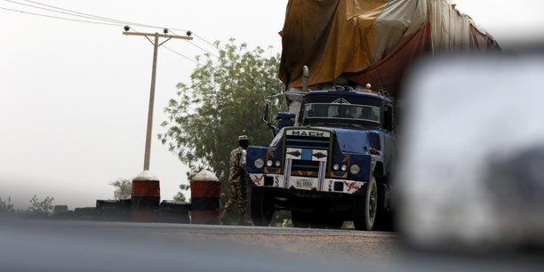 Le Bénin particulièrement est confronté aux difficultés d'interception des marchandises à ses frontières, puisqu'il n'a pas le pouvoir de bloquer celles destinées à d'autres pays.
