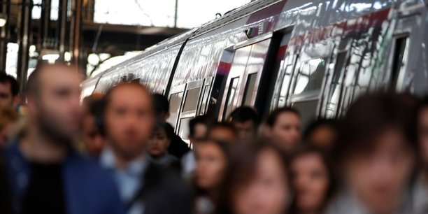 Ces derniers mois ont été marqués notamment par les grèves à la SNCF et Air France, dont l'Insee estimait avant l'été qu'elles auraient un impact négatif de 0,1 point de PIB au plus.