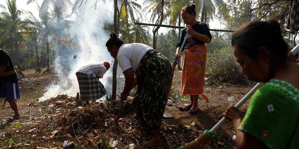 Indonesie: le bilan du seisme de lombok passe a 321 morts[reuters.com]