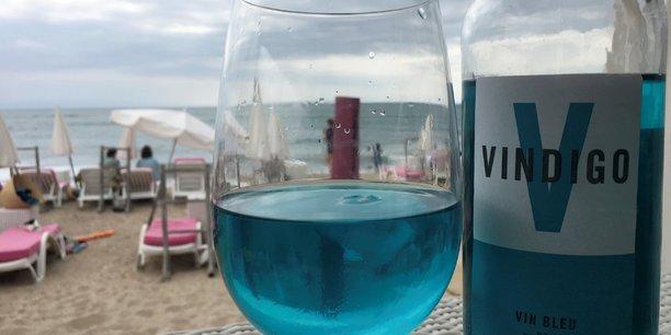 Le vin bleu fait son apparition dans les ballons francais[reuters.com]