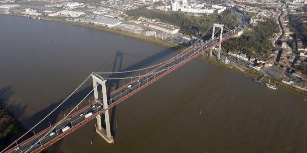 En France, d'après un rapport remis au gouvernement en juillet, 30% des ponts du réseau routier français non concédé nécessiteraient des réparations. A Bordeaux, par exemple, on s'interroge dans la presse pour le pont d'Aquitaine, mis en service la même année que le pont de Gênes, en 1967.