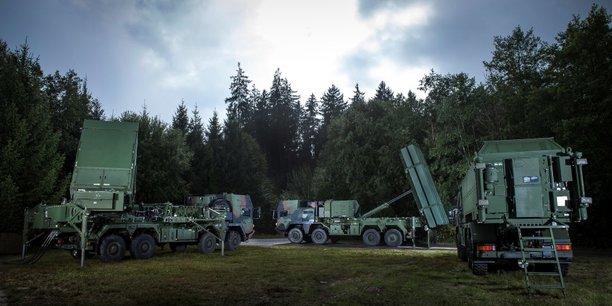 L'agence de l'OTAN, la NATO MEADS Management Agency (NAMEADSMA), est chargée du programme de défense aérienne et antimissiles MEADS financé par les États-Unis (58 %), l'Allemagne (25 %) et l'Italie (17 %)