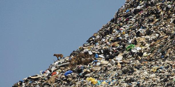 « Il n'y a pas de planète B », affirmait l'astronaute Thomas Pesquet en réponse à une question sur l'épuisement des ressources naturelles. (Photo : montagne d'ordures d'une décharge à ciel ouvert sur les rivages de Sidon, une ville de bord de mer au sud du Liban, le 8 juin 2012.)