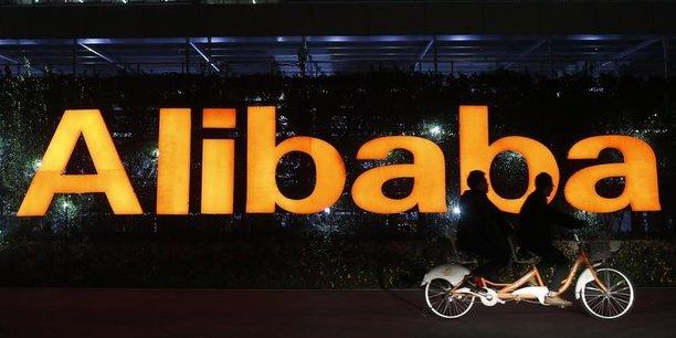 Alibaba, le géant chinois de l'e-commerce, a enregistré un chiffre d'affaires en hausse de 61% à 12,2 milliards de dollars pour le premier trimestre de son exercice décalé, publié ce 23 août.