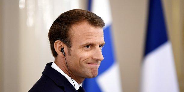Emmanuel Macron est impopulaire dans quasiment toutes les catégories de population, même s'il l'est toujours un peu moins auprès des cadres (58%; +2) explique BVA.