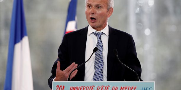 Devant les patrons français réunis à l'université d'été du Medef, le secrétaire d'État auprès de Theresa May, David Lidington a insisté sur la nature des relations que le Royaume-Uni envisageait dans le futur avec l'UE : un «accord équilibré» qui permette d'éviter les «conséquences incalculables» d'un hard Brexit.