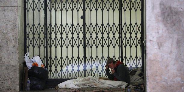Selon le dernier recensement de l'Insee, de 2012, au moins 160.000 personnes sont confrontées en France à cette double peine.