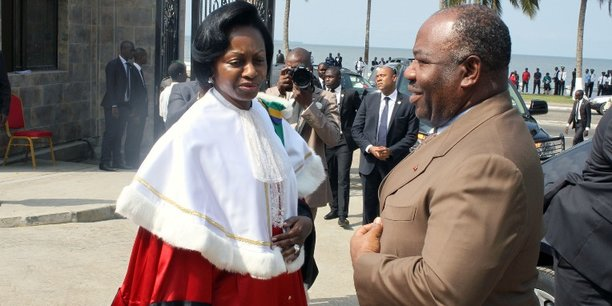 Marie Madeleine Mborantsuo, la présidente de la Cour Constitutionnelle gabonaise, aux côtés du président Ali Bongo.