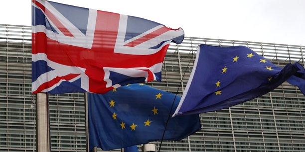 Londres traitera les Européens comme les autres immigrés après le Brexit (May)