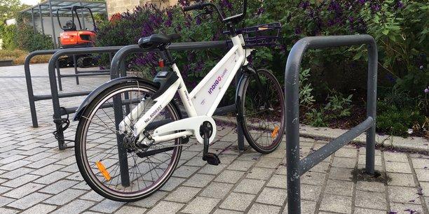 Les vélos en libre-service des opérateurs de free floating devront obligatoirement être posés contre les arceaux publics ou stationnés sur des zones spécifiques