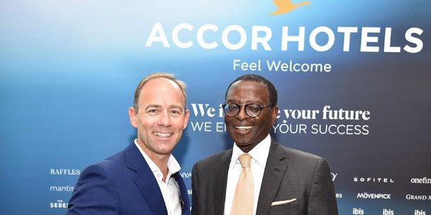 Marck Willis, CEO Moyen-Orient et Afrique d'AccorHotels et Kwame Nyantekyi-Owusu, président d'Inter-Afrique Holdings, après la signature de l'accord de construction du Pullman Accra Airport City qui ouvrira ses portes en 2021.