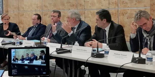 De gauche à droite : Marie-Christine Cavecchi (Val d'Oise), Pierre Bédier (Yvelines), François Durovray (Essonne), Christian Favier (Val-de-Marne) et Stéphane Troussel (Seine-Saint-Denis).