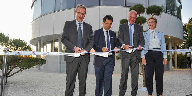 Franck Raynal (mayor of Pessac), Jean-François Létard (founder of Olikrom), Alain Rousset (president of the Regional Council of Nouvelle-Aquitaine) and Sylvie Trautmann (2nd deputy mayor of Pessac delegate to the Economy, to the Employment and Training). (Credits: DR)