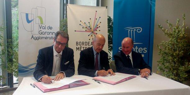 De gauche à droite : Daniel Benquet, maire de Marmande et président de Val-de-Garonne Agglomération, Alain Juppé, maire de Bordeaux et président de Bordeaux Métropole, et Jean-Philippe Machon maire de Saintes.