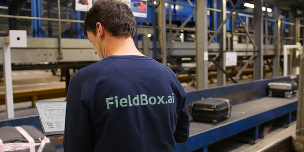 La solution de Fieldbox.ai a été installée sur le système de tri des bagages de l'aéroport de Roissy Charles-de-Gaulle avec des modèles qui permettent de mieux prévoir les flux de bagages et de prévoir le meilleur moment pour la maintenance des matériels
