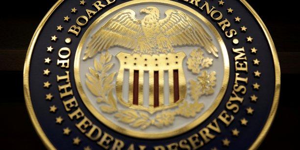 La Fed calme le jeu sur la hausse des taux dans un contexte incertain .