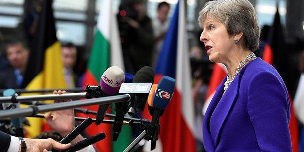 Pour tenter de sortir de l'impasse, Theresa May a indiqué de la prolongation de quelques mois de la période de transition après le Brexit, prévu pour fin mars 2019, était bien sur la table, tout en nuançant que cette possibilité ne devrait [normalement] pas être utilisée.