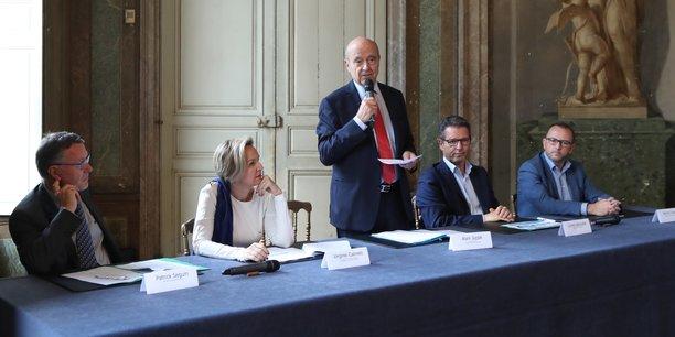 Alain Juppé entouré par sa première adjoint Virginie Calmels, Patrick Seguin (CCI Bordeaux Gironde) à sa droite et Lionel Lepouder (Invest in Bordeaux) et Jérôme Leleu (French Tech Bordeaux) à sa gauche