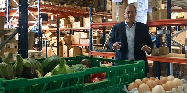 Le PDG de Miidex, Pierre Lassalas, offre gratuitement des fruits, des légumes et des œufs à ses salariés.