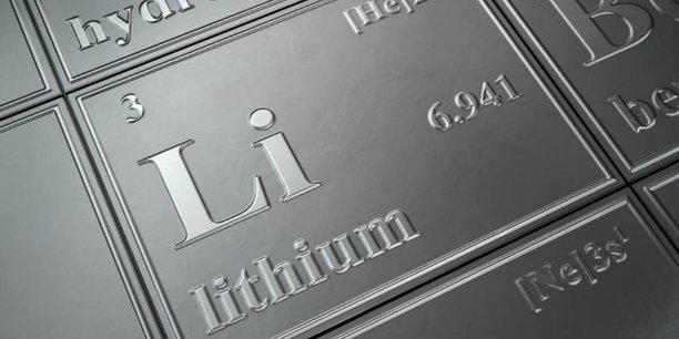 La production de lithium, qui entre dans la composition des batteries, se développe plus rapidement que le marché de la voiture électrique.
