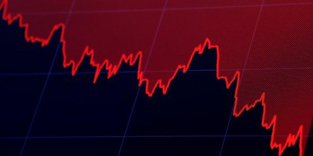 La chute du Dow Jones Industrial Average, le vendredi 26 octobre, sur un écran de contrôle du New York Stock Exchange (NYSE), à New York.