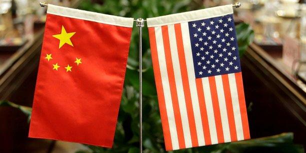 En septembre, alors que de nouveaux droits de douane américains entraient en vigueur sur des biens chinois représentant 200 milliards de dollars, Pékin avait fustigé le survol jugé provocateur par des bombardiers américains des mers disputées de Chine méridionale et orientale.