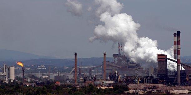 Vue générale du site sidérurgique d'Arcelor Mittal à Fos-sur-Mer, près de Marseille, en avril 2016.