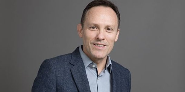 Arrivé chez Ingenico en juillet 2017, Nicolas Huss, ex-patron de Visa Europe, passé par Bank of America et GE Capital, est nommé directeur général de l'entreprise française de terminaux de paiement à un moment stratégique. La présidence du conseil est confiée au fondateur d'Atos, Bernard Bourigeaud.
