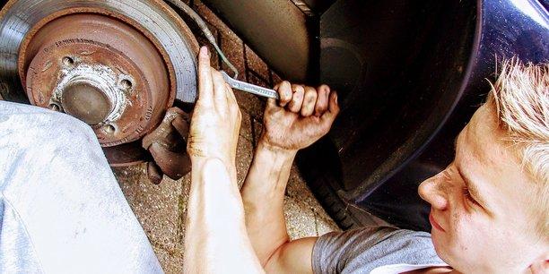 Mécanicien est l'un des emplois ou la discrimination à l'embauche envers les femmes se fait le plus sentir, selon l'étude de la Fondation des femmes.