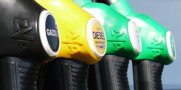 Si les prix à la pompe ont fortement augmenté en juin et en juillet dernier c'est parce qu'ils sont directement tirés par le cours du pétrole brut, qui a augmenté de quasi 100% par rapport à octobre 2020, pour évoluer ces derniers jours autour de 70 dollars le baril.