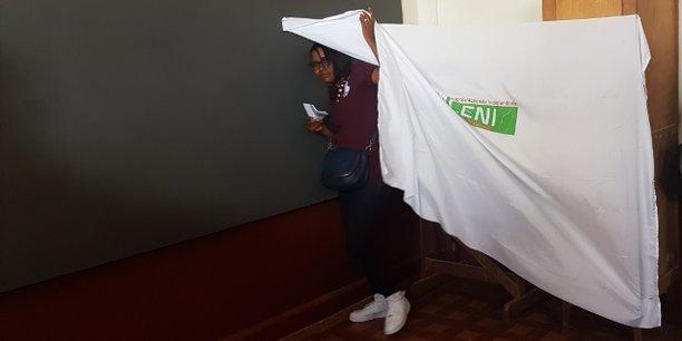 Un bureau de vote installé dans le bâtiment du lycée agricole Ambatobe à Tananarive, la capitale de Madagascar.