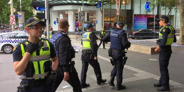 Australie: attaque au couteau dans une rue de melbourne, un mort[reuters.com]