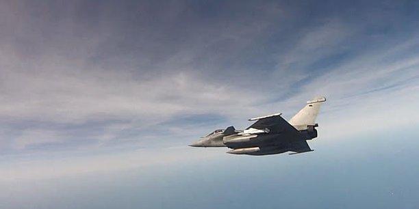 Plus de 17 ans après sa mise en service dans l'armée de l'air, le Rafale devient une arme de guerre de plus en plus redoutable avec la qualification du standard F3-R et l'arrivée en 2026 du missile air-air MICA NG