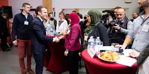 Macron promet une baisse drastique du cout du permis de conduire[reuters.com]