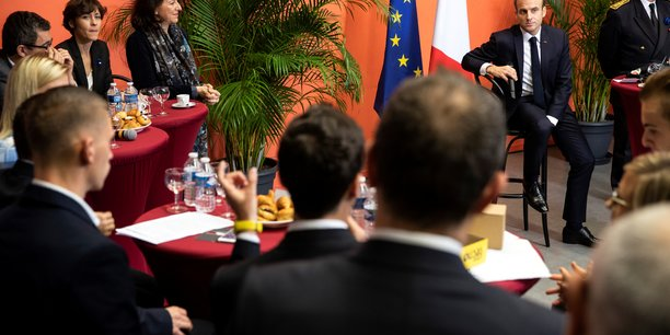 Macron confirme vouloir le bonus-malus sur les contrats courts[reuters.com]