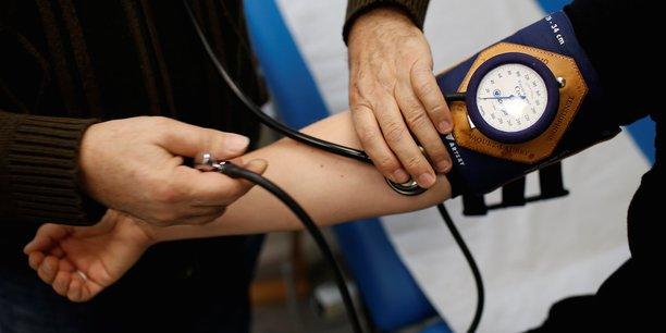 En Auvergne Rhône-Alpes, l'URPS des médecins libéraux appelle à l'instauration d'un couvre-feu total le week-end, et resserré à 19 heures en semaine pour ralentir la montée du virus.