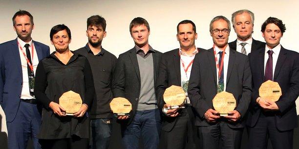 Les lauréats de la troisième édition des InnoWards (de gauche à droite) : Grégoire Bisson (BDO), Marie-Pia Bureau, prix InnoCulture (Corpo Links Cluster), Arthur Escoffier et Cyril Jiguet, prix InnoJump (Weden), Jean-Philippe Lefrançois, prix InnoIndustrie (Alpina Savoie), Pascal Metzer, prix InnoManagement (SET Corporation), Jacques Longuet (EDF en Rhône-Alpes), Mickaël Marin, prix Coup de cœur du jury (Citia).
