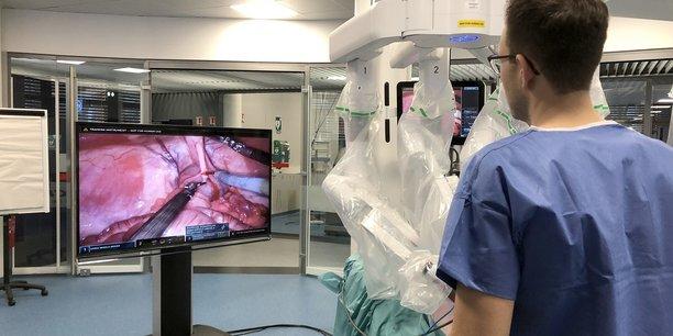 L'IRCAD accueille 6.000 chirurgiens en formation chaque année à Strasbourg.