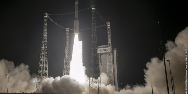 Huit minutes après le décollage de la mission, immédiatement après le premier allumage du moteur du quatrième étage, une dégradation de la trajectoire a été constatée, entraînant la perte de la mission, a expliqué Arianespace dans un communiqué.