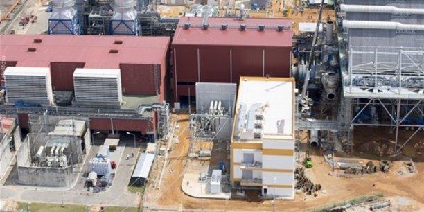 Aujourd'hui, la Côte d'Ivoire exporte une partie de sa production d''électricité au Burkina Faso, au Mali, au Ghana, au Togo et au Bénin. Ici, la centrale thermique d'Azito qui produit de l'électricité depuis janvier 1999 et située dans la zone de Niangon-Sud.