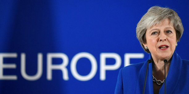 Brexit : Macron appelle à une