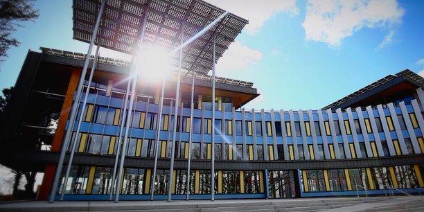 Depuis mars 2017, l'immeuble Delta Green est le premier bâtiment mixte qui fonctionne à l'hydrogène. Sur les toits des 8.000 m² de bureaux, logements et services, se trouvent trois champs de panneaux photovoltaïques qui produisent de l'électricité.
