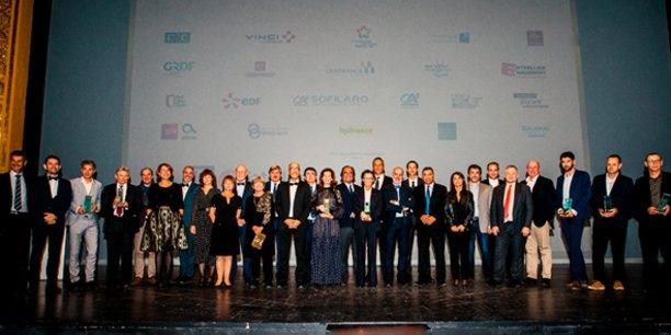 L'ensemble des lauréats et partenaires du Gala des Ambassadeurs d'Occitanie, sur la scène de l'Opéra Comédie