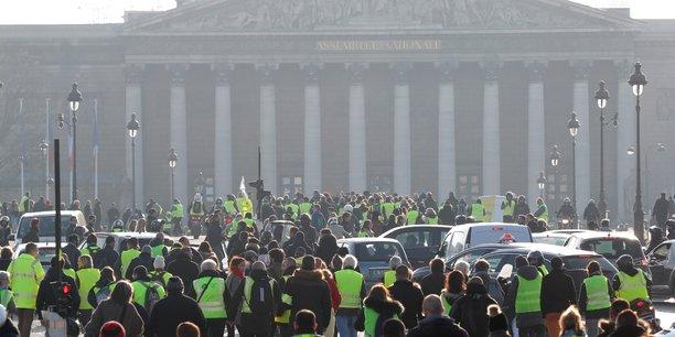 Rassemblement des Gilets jaunes devant l'Assemblée nationale, à Paris, le 17 novembre 2018.
