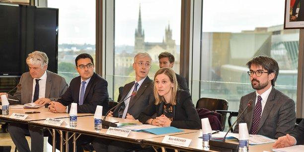 La secrétaire d'Etat Agnès Pannier-Runnacher lors du comité de suivi du 26 novembre à la préfecture, avec le préfet Didier Lallement à sa droite et le député Benoit Simian (cravate bleue).