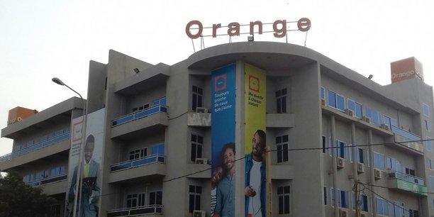 Le jeudi 29 novembre 2018, des agents des impôts ont débarqué en début d'après-midi au siège local d'Orange à Niamey et ont aussitôt procédé à la mise sous scellé de ses différents services.