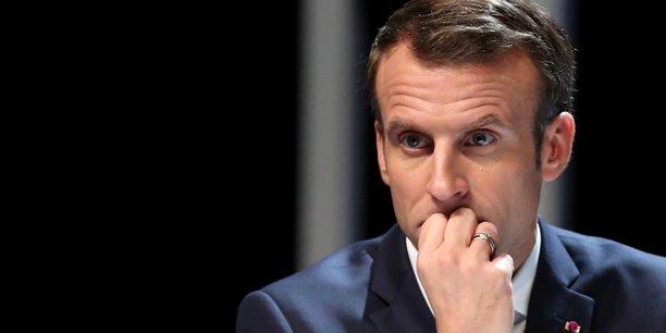 La loi Macron, promulguée le 6 août 2015 au terme d'un parcours législatif semé d'embûches, a atteint son objectif principal, visant à libérer les énergies créatrices selon le rapport.