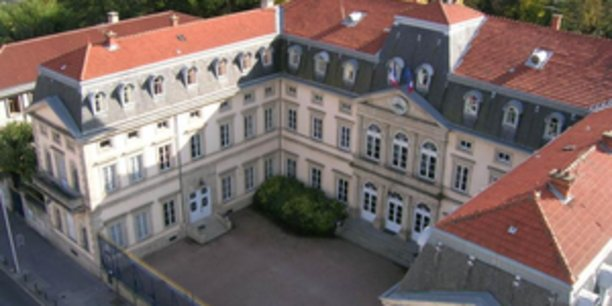 La prefecture du Puy de Dome avant d'etre partiellement détruite ce dimanche 3 décembre.