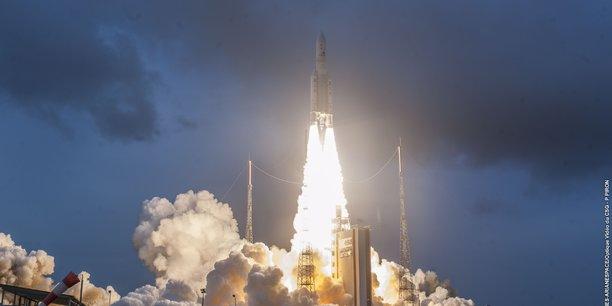 Le 102e lancement d'Ariane 5 a permis de mettre en orbite deux satellites d'une masse totale de 9.362 kg.